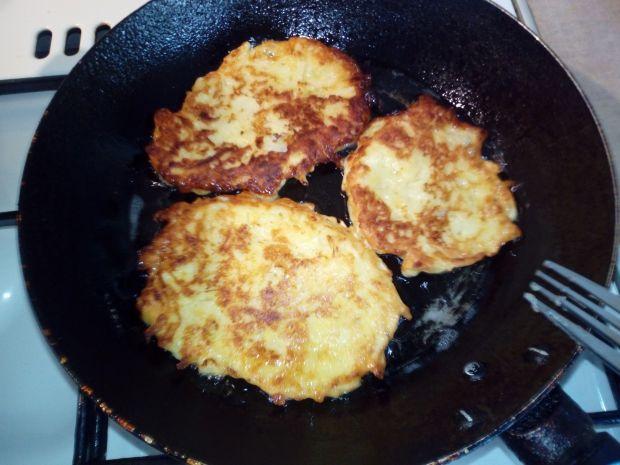 Kukurydziane placki z cukinii z serem feta