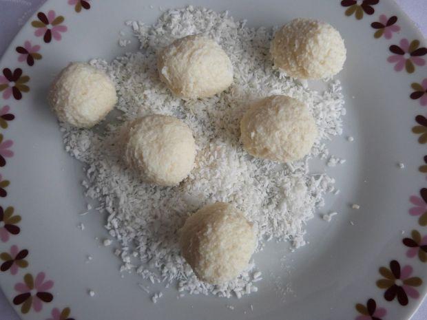 Kuleczki kokosowe z migdałami