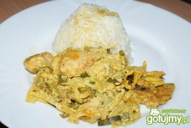 Kurczak curry w porach