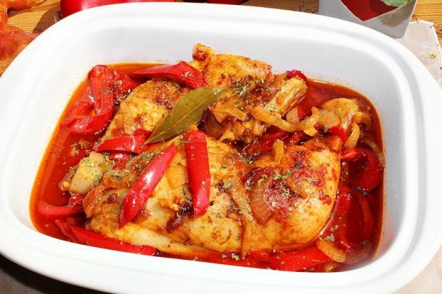Kurczak duszony w sosie z papryką
