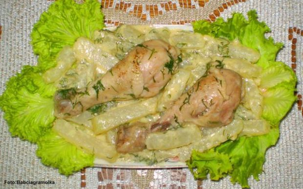 Kurczak duszony z kalarepką :