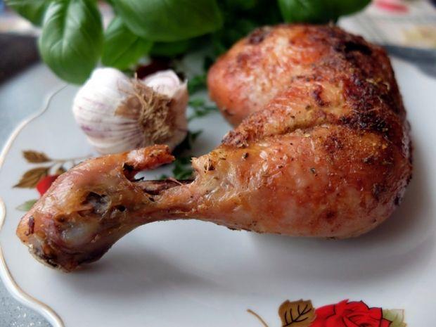 Kurczak mocno rumiany z nutą czosnku i bazylii