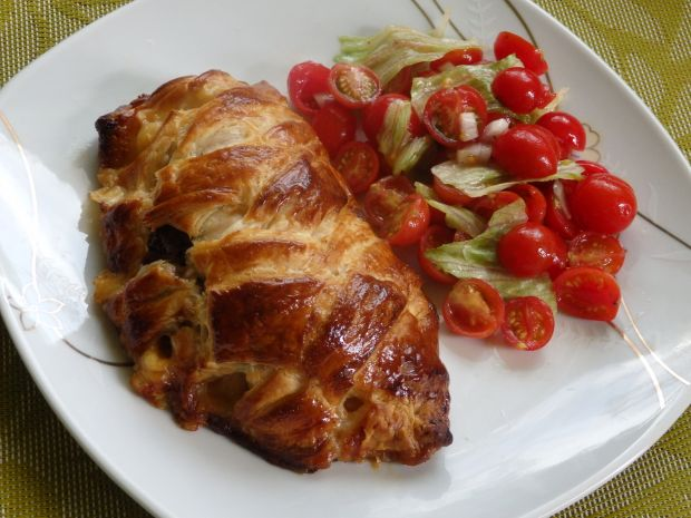 Kurczak nadziewany pieczarkami zapiekany w cieście