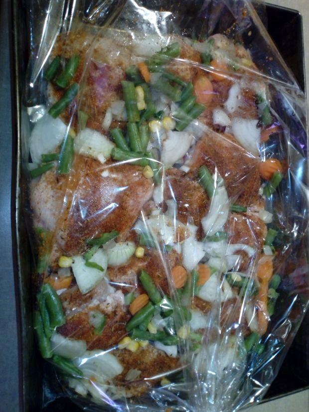 Kurczak pieczony z warzywami i sosem słodko-kwaśny