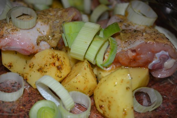 Kurczak pieczony z ziemniakami i porem