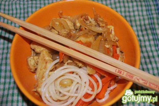 Kurczak prawie po chińsku z nuddle'ami