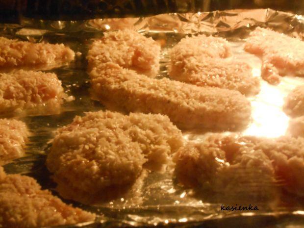 Kurczak w kokosowej panierce z groszkowym puree