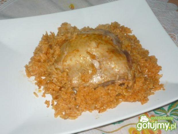 Kurczak w ryżu i sosie