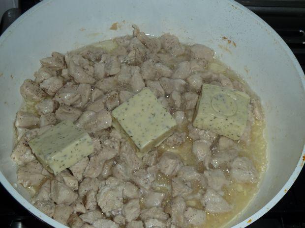 Kurczak w sosie brokułowo-serowo-śmietanowym