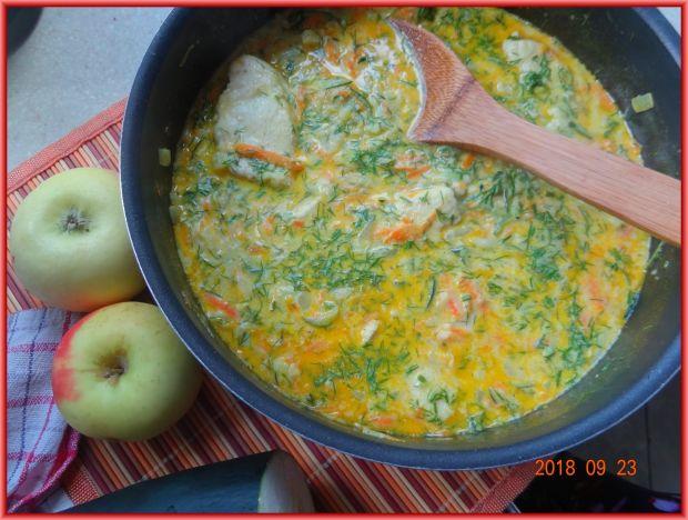Kurczak w sosie jabłkowo-cukiniowo-marchewkowym