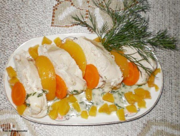 Kurczak w sosie koperkowo-brzoskwiniowym