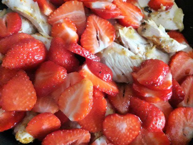 Kurczak w sosie truskawkowym z nutką chili