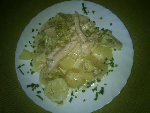 Kurczak w sosie z brokułami Mariel