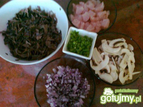 Kurczak w sosie z grzybków Mun