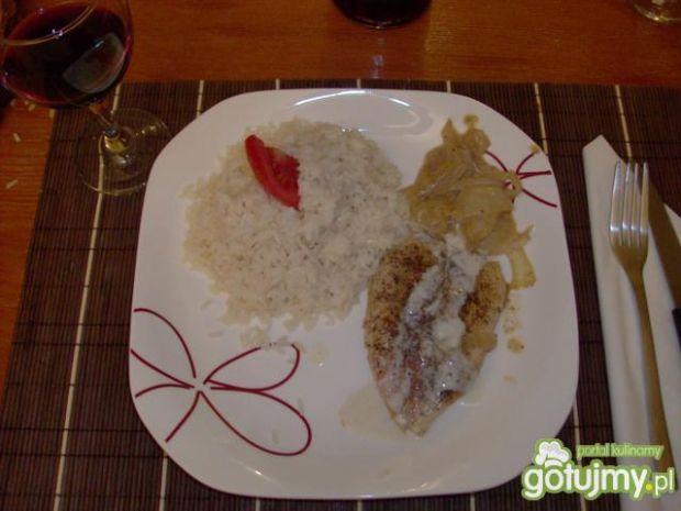 Kurczak w ziolach i sosie smietanowym