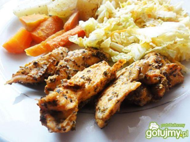 Kurczak w ziołach na parze