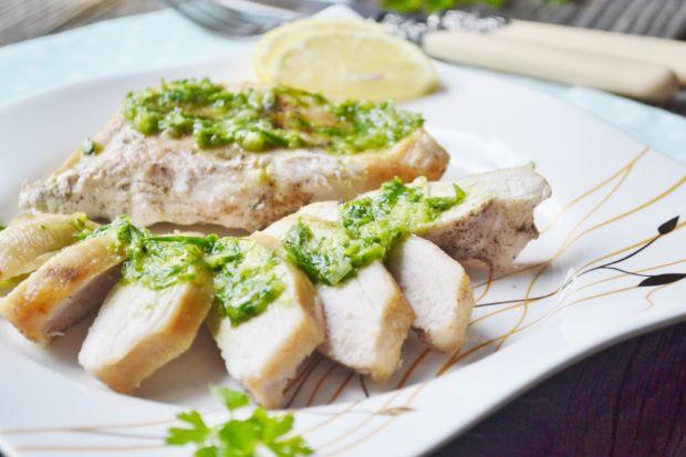 Kurczak z estragonową salsą verde