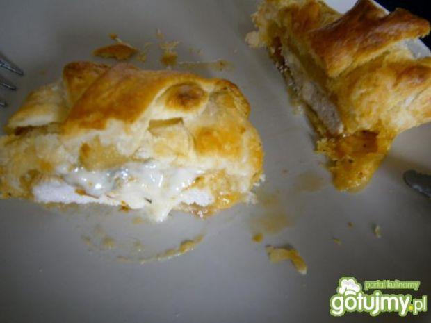 Kurczak z gorgonzolą w ciescie francuski