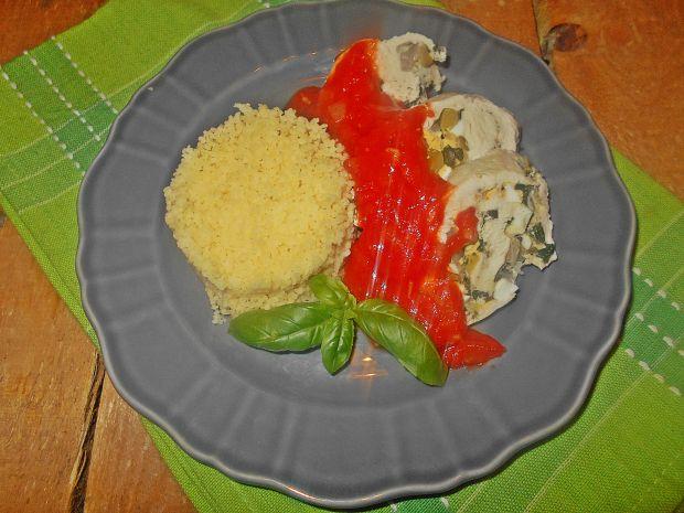Kurczak z jajkiem i sosem pomidorowym