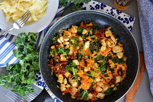 Kurczak z jarmużem - danie z patelni