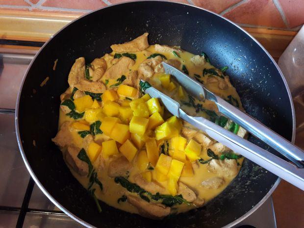 Kurczak z mango i szpinakiem