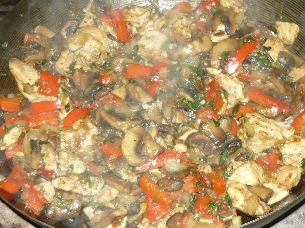 Kurczak z pieczarkami w sosie słodko - kwaśnym