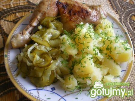 Kurczak z sałatką i ziemniaczkami