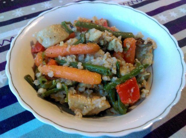 Kurczak z warzywami i kaszą z patelni