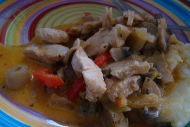 Kurczak z warzywami w śmietanie