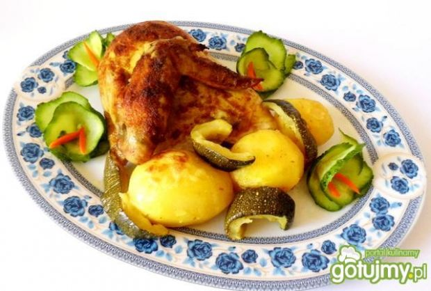 Kurczak z ziemniakami i cukinią