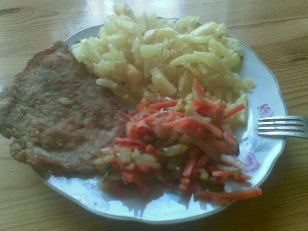 Kurczak z ziemniakami i sałatką