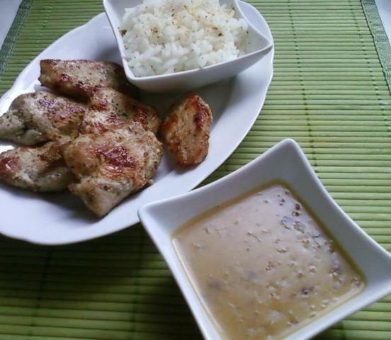 Kurczak ziołowy z sosem cebulowym