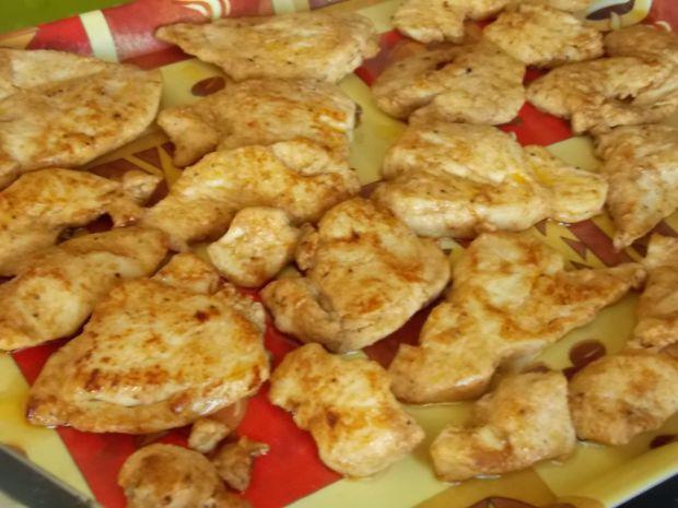 Kurczaka w sosie grzybowym z kolorową papryką