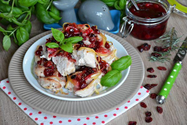 Kurczakowe warkocze z makaronem i żurawiną