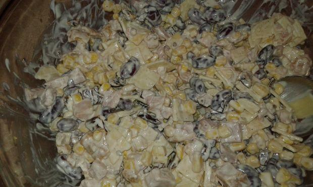Kurczakowo - serowo - pomiodorowa sałatka