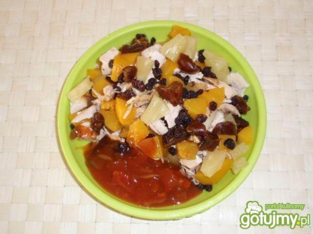 Kurczę z grilla z owocami i sosem Łowicz
