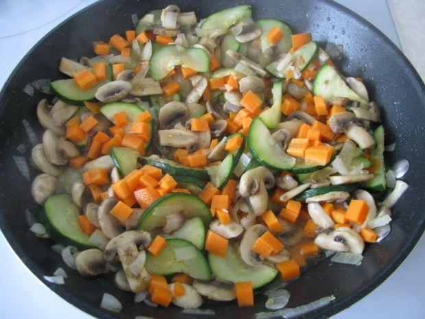 Kuskus z warzywami i pieczarkami