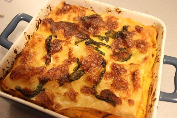 Lasagne z dyni i masłem szałwiowym