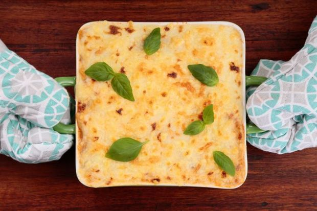 Lasagne z kurczakiem i warzywami pod żółtym serem
