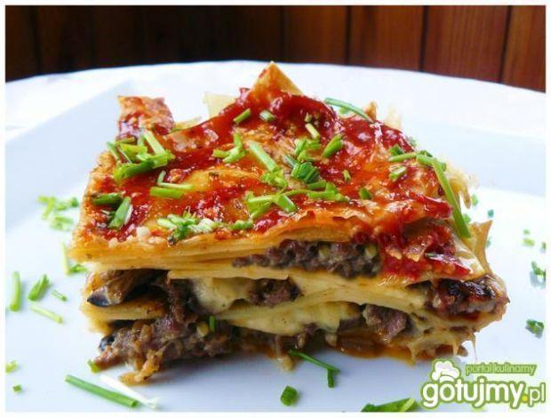 """"""" Lasagne z mięsem mielonym i sosem beszamelowym """""""
