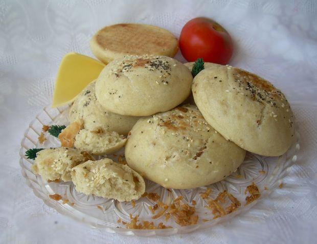 Łatwe bułeczki pszenne z prażoną cebulką