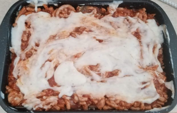 Lazania z mięsem mielonym i sosem meksykańskim
