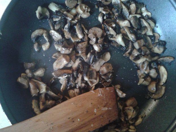 Łazanki z grillowanym kurczakiem i pieczarkami