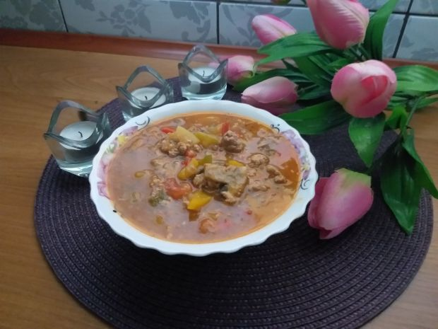 Leczo warzywne - mięsne z pieczarkami i cukinią