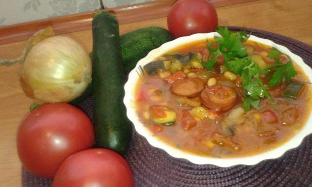Leczo z dodatkiem cukinii i świeżych pomidorów