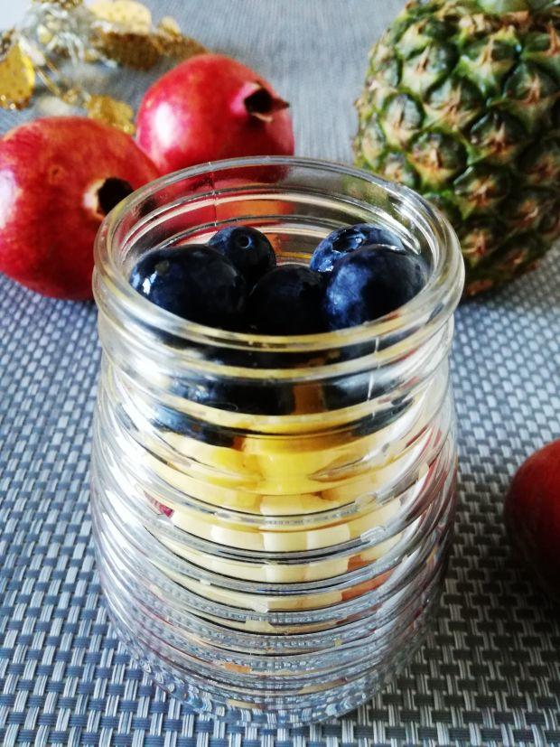 Lekka owocowa sałatka w słoiku