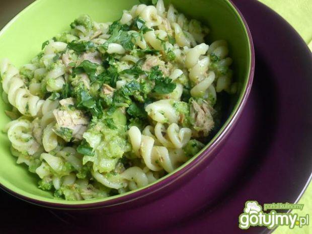 Lekka sałatka z brokułami