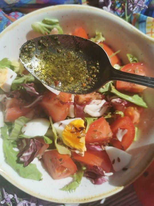 Lekka sałatka z jajkiem i pomidorem