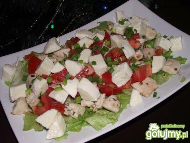 Lekka sałatka z kurczakiem i mozzarellą