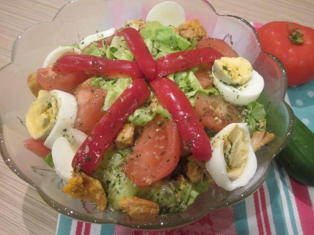 Lekka sałatka z kurczakiem i warzywami